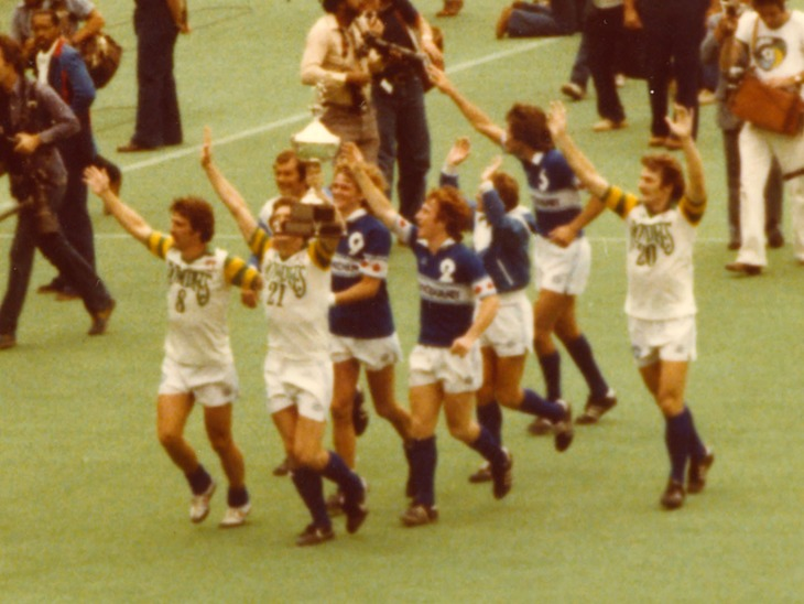 The Vancouver Whitecaps of 1979 celebrate the Soccer Bowl. (Canada Soccer)