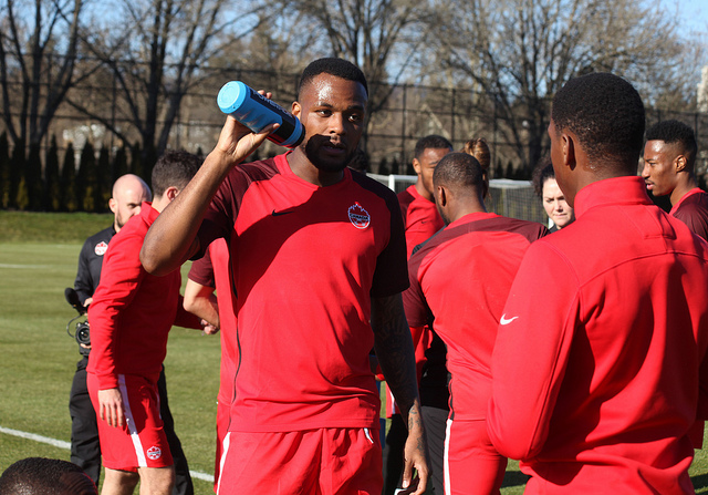 Cyle Larin drinks from a water bottle during training. (Canada Soccer)