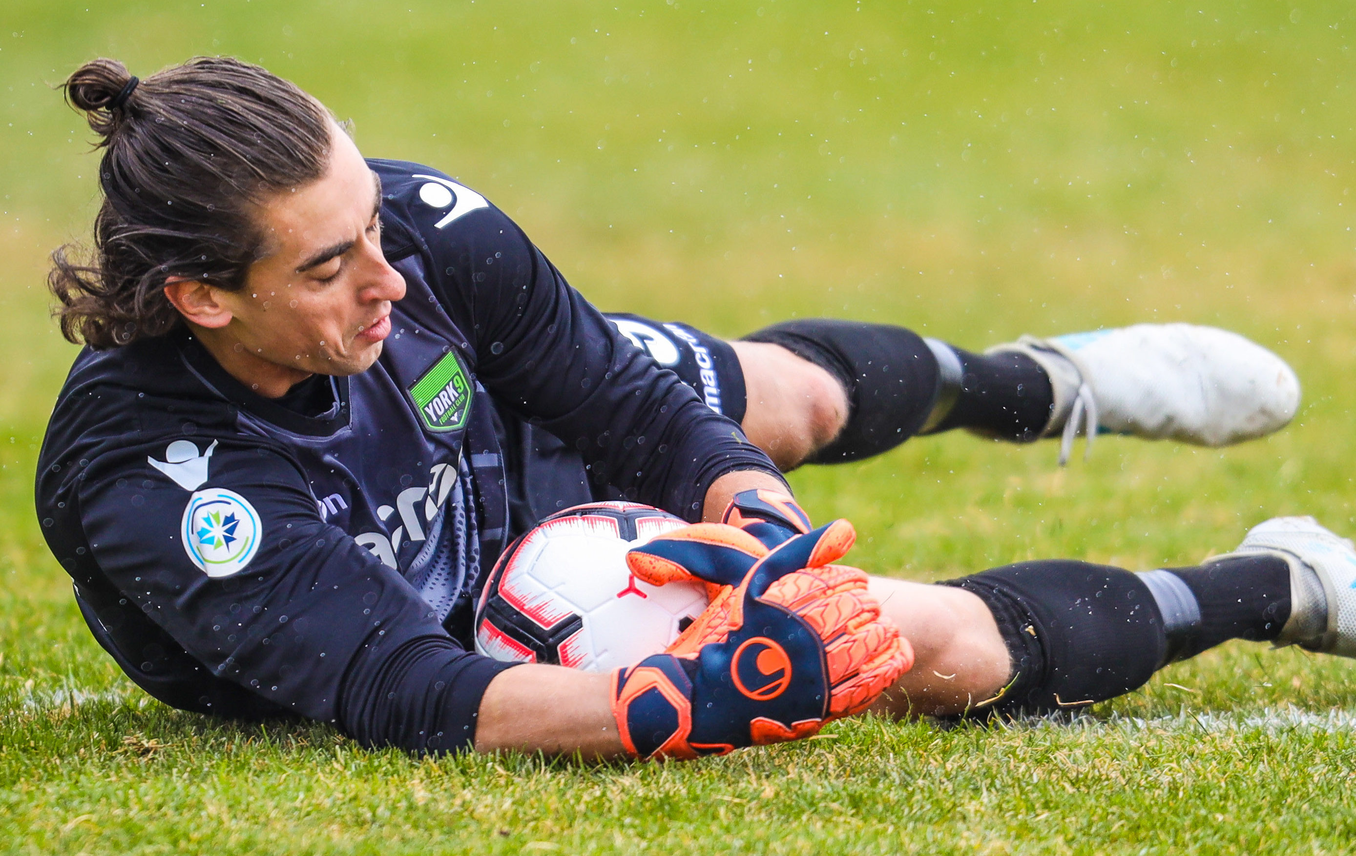 York9 FC goalkeeper Matthew Silva (1) makes a save against the Cavalry FC during the first half during a Canadian Premier League soccer match at Spruce Meadows. (Photo: Sergei Belski-USA TODAY Sports for CPL).