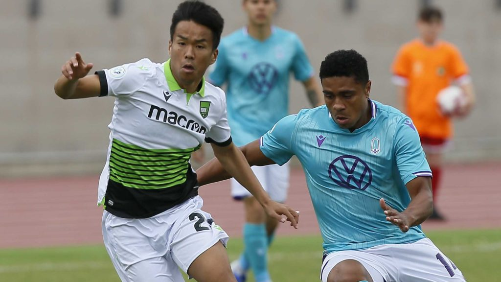 York9 FC midfielder Wataru Murofushi and Pacific FC midfielder Terran Campbell go after a loose ball during the first half of a match at York Lions Stadium. (John E. Sokolowski-USA TODAY Sports for CPL)