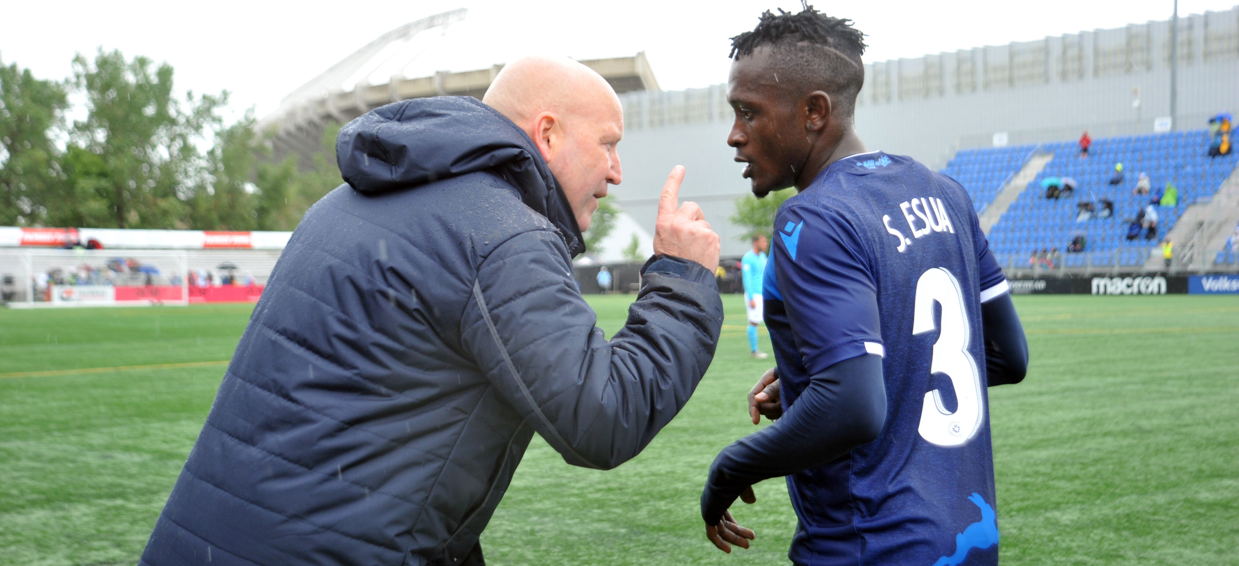 FC Edmonton head coach Jeff Paulus talks with FC Edmonton defender (3) Jeannot Esua. (Photo: Walter Tychnowicz-USA TODAY Sports for CPL).