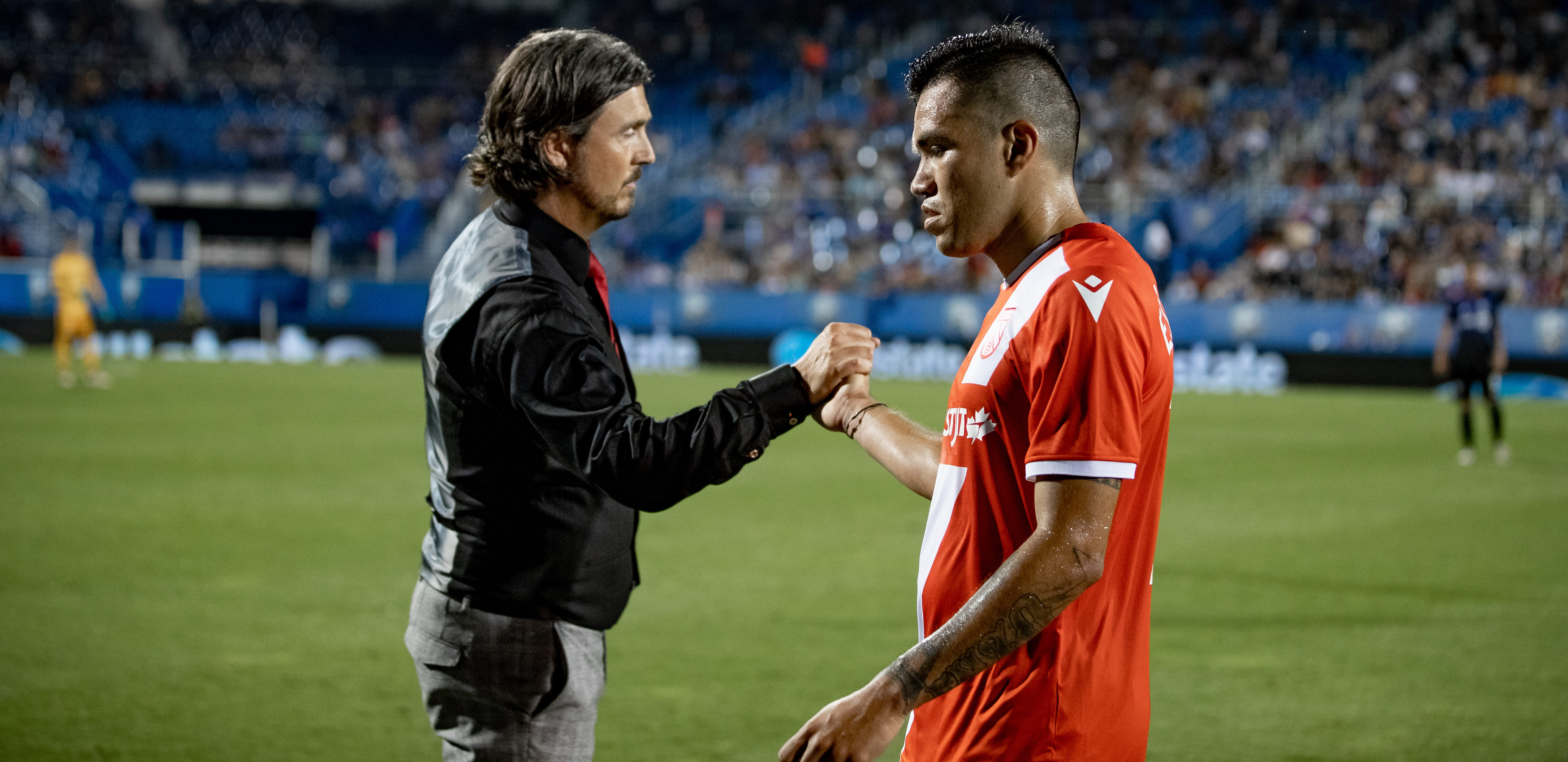 Cavalry head coach Tommy Wheeldon Jr. shakes hands with Jose Escalante in Montreal. (Photo: Nora Stankovic/CPL).