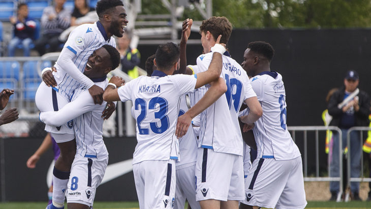 Easton Ongaro celebrates with FC Edmonton teammates. (CPL/Jason Franson).