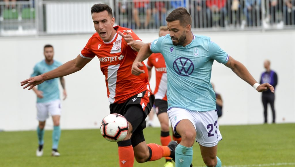 Cavalry FC's Dominick Zator battles for the ball with Pacific FC's Victor Blasco. (Mike Sturk/CPL).