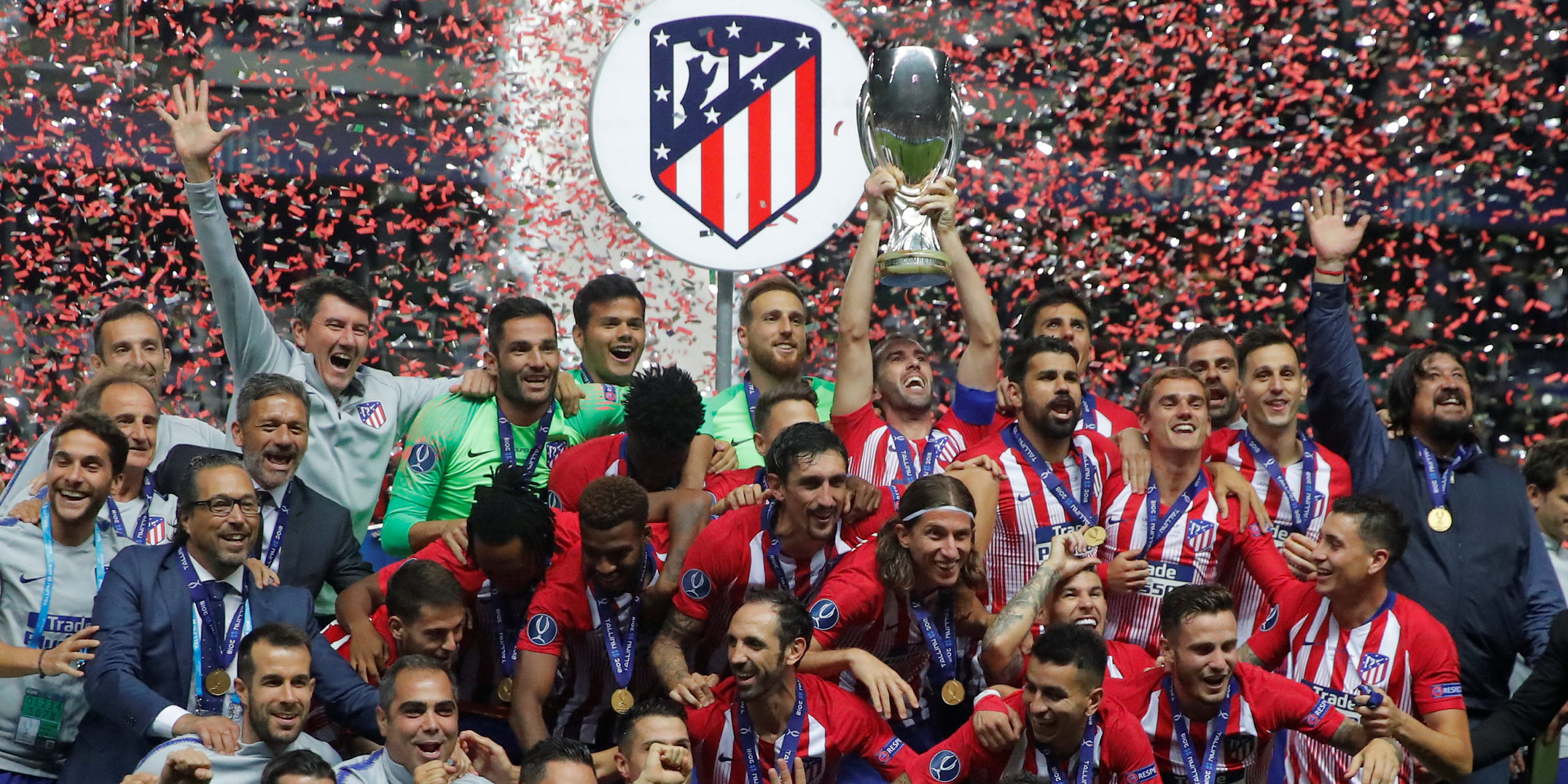 Atlético Madrid celebrate with the trophy after winning the 2018 UEFA Super Cup. (Photo: REUTERS/Maxim Shemetov)