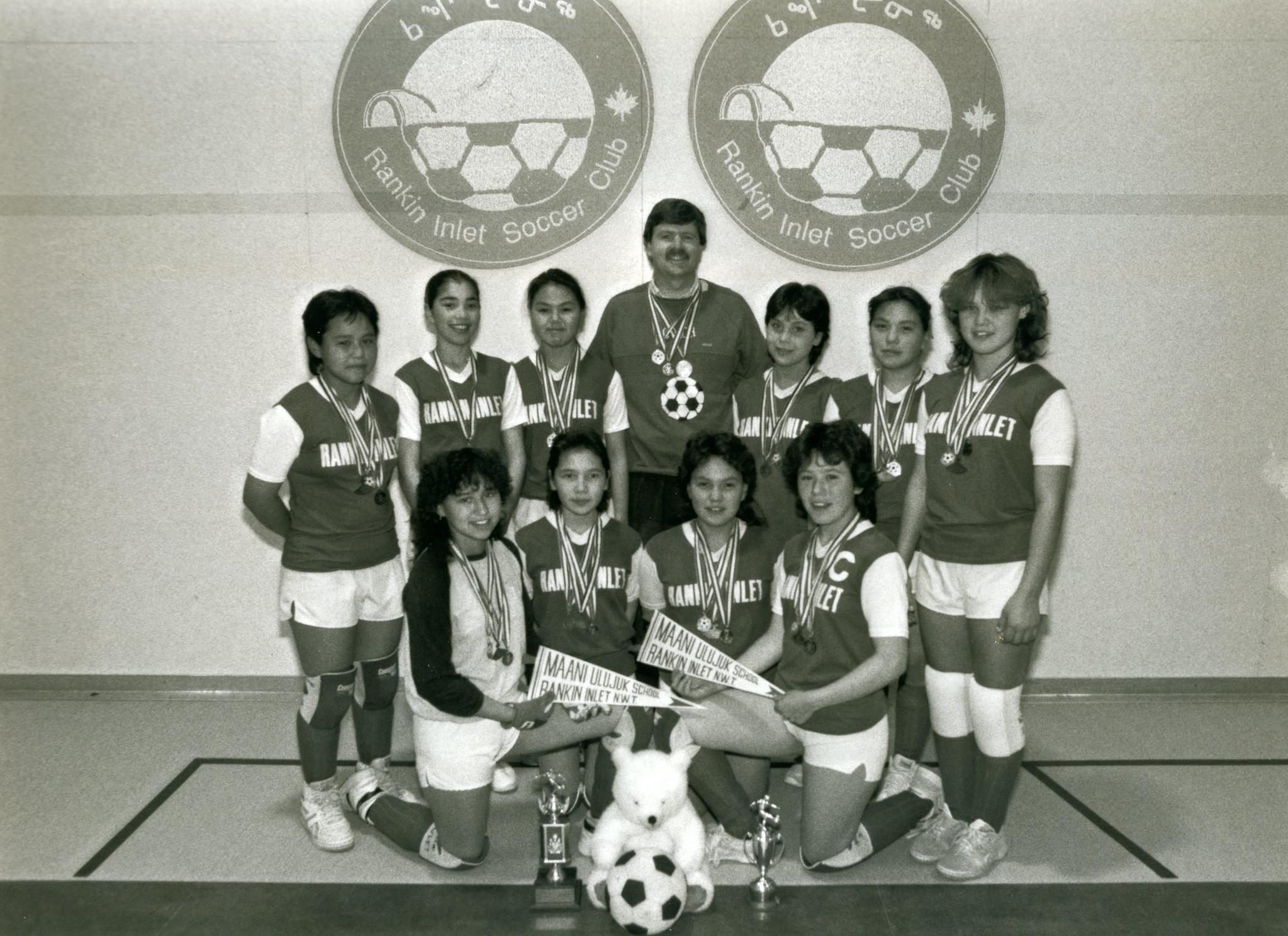 Maani Ulujuk Ilinniarvik soccer team from Rankin Inlet. (Canada Soccer)