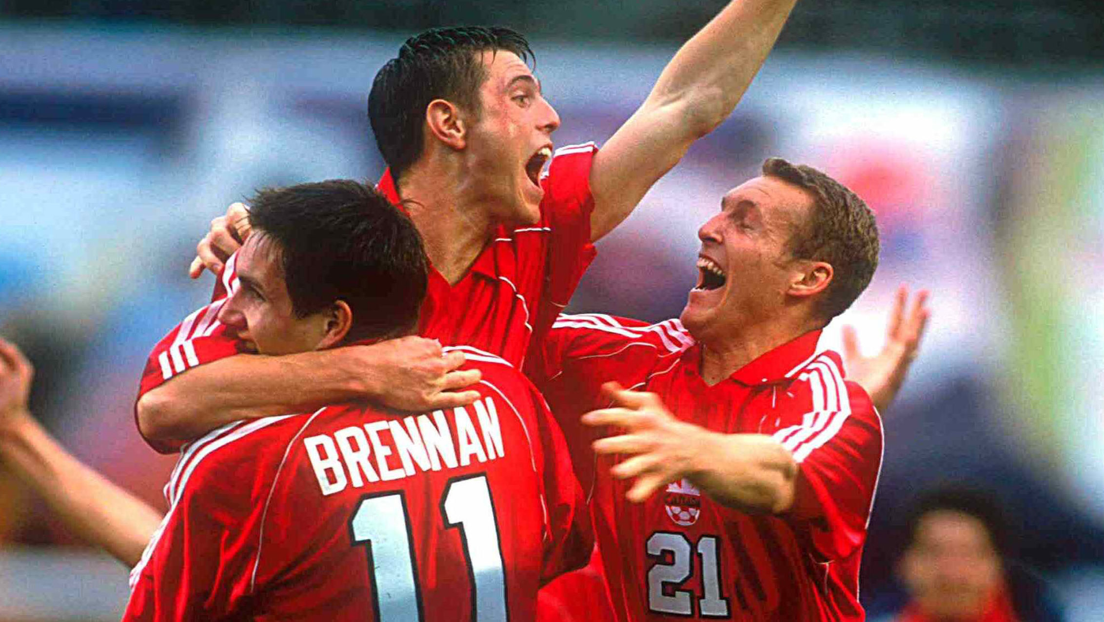 20 February 2000: General view of the canadian soccer team, celebrating the 2-1 victory over Mexico in Gold Cup 2000 game in San Diego, California./Vista general del equipo canadiense de futbol, celebrando la victoria de 2-1 sobre Mexico en juego de la Copa de Oro 2000 en San Diego, California.