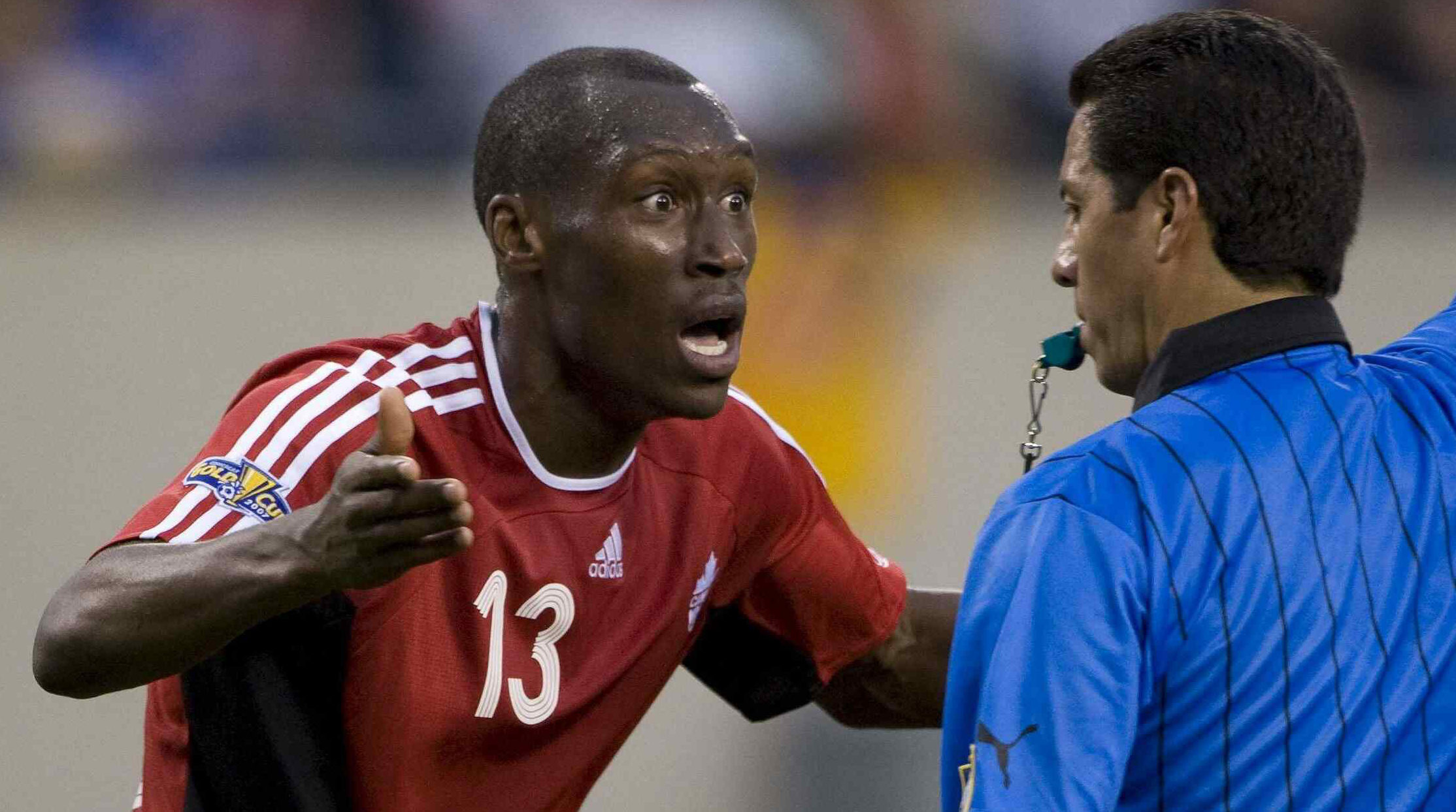 SOCCER/FUTBOL COPA DE ORO 2007 CANADA VS USA SEMIFINALES MEXSPORT DIGITAL IMAGE 21 June 2007: Action photo of main referee Armando Archundia and Atiba Hutchinson of Canada, during the semifinal game of the Gold Cup 2007 at the Soldier Field Stadium of Chicago, Illinois./Foto de accion de Armando Archundia arbitro central y Atiba Hutchinson de Canada, durante juego de semifinal de la Copa de Oro 2007 en el Soldier Field Stadium de Chicago,Illinois. MEXSPORT/RICK DOLE