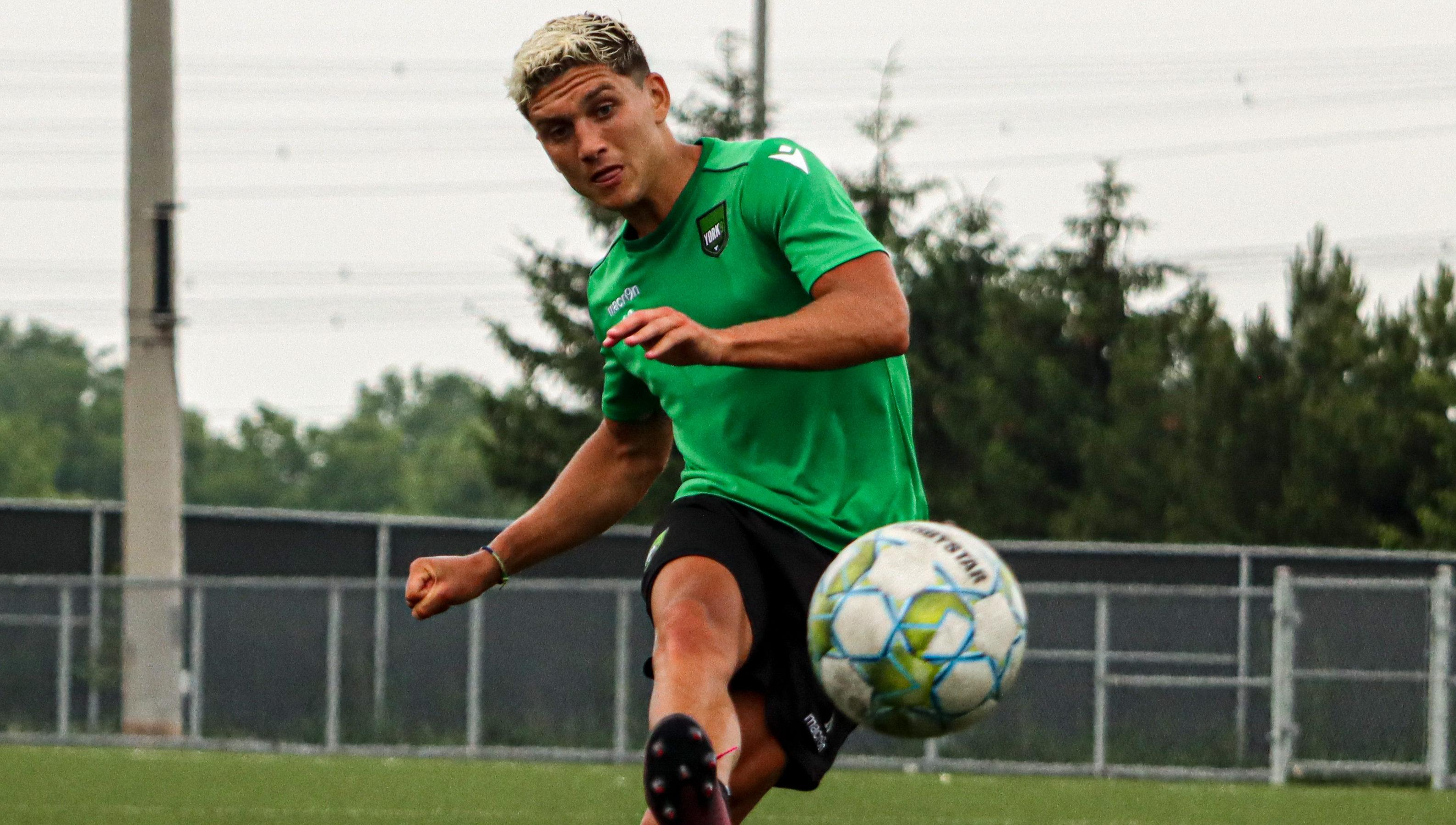 Manny Aparicio. (York9 FC)