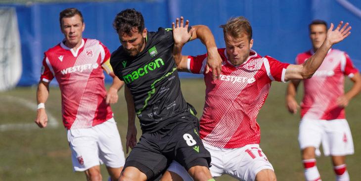 York9's Joe Di Chiara battles with Nico Pasquotti of Cavalry FC. (CPL/Chant Photography)