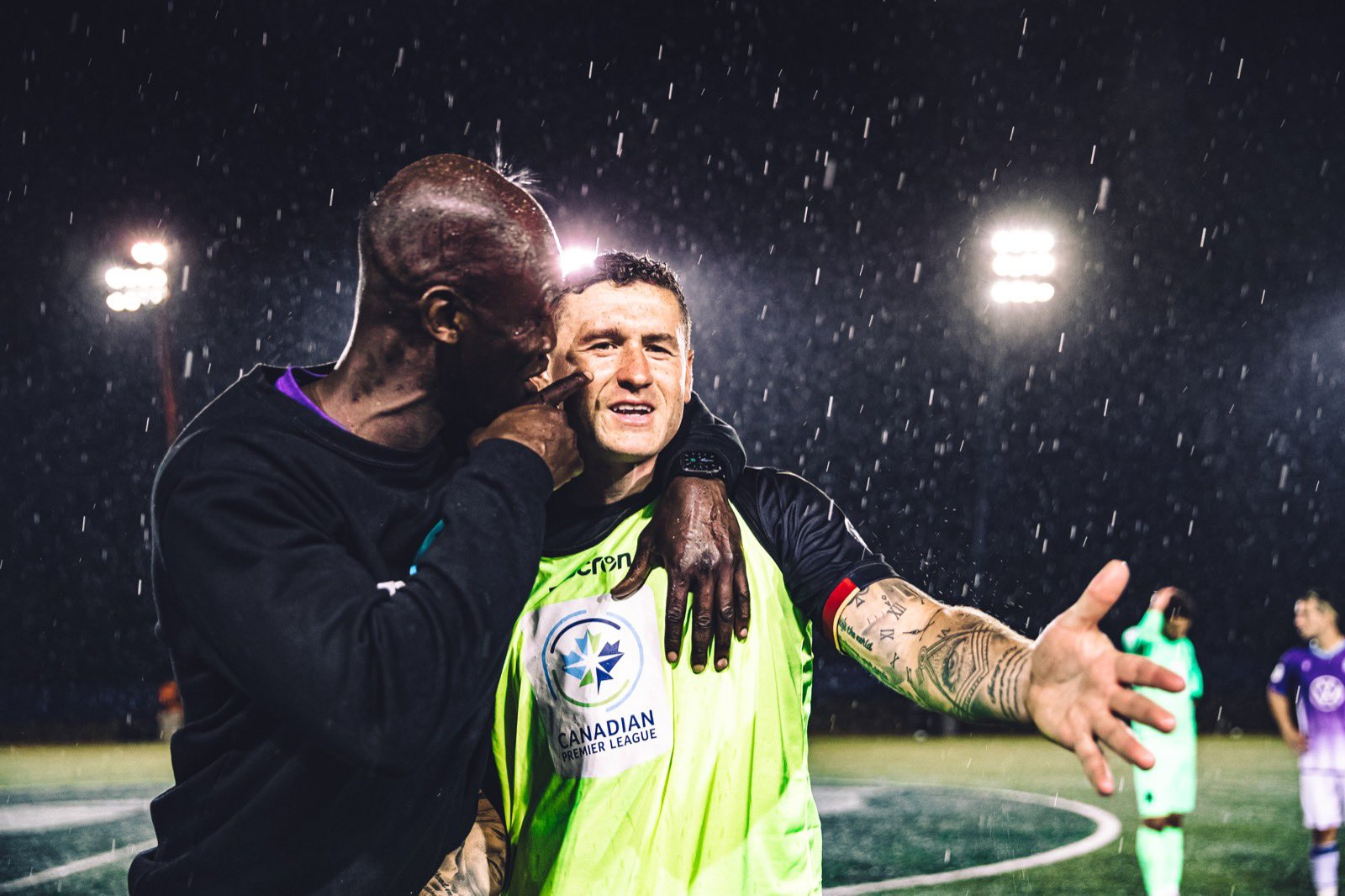 Pacific coach Pa-Modou Kah and Valour FC's Fraser Aird. (Nora Stankovic/OneSoccer)
