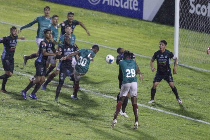 Club Deportivo Marathón (in green) in action against Antigua GFC of Hunduras during the round of 16. (Photo courtesy of Concacaf)