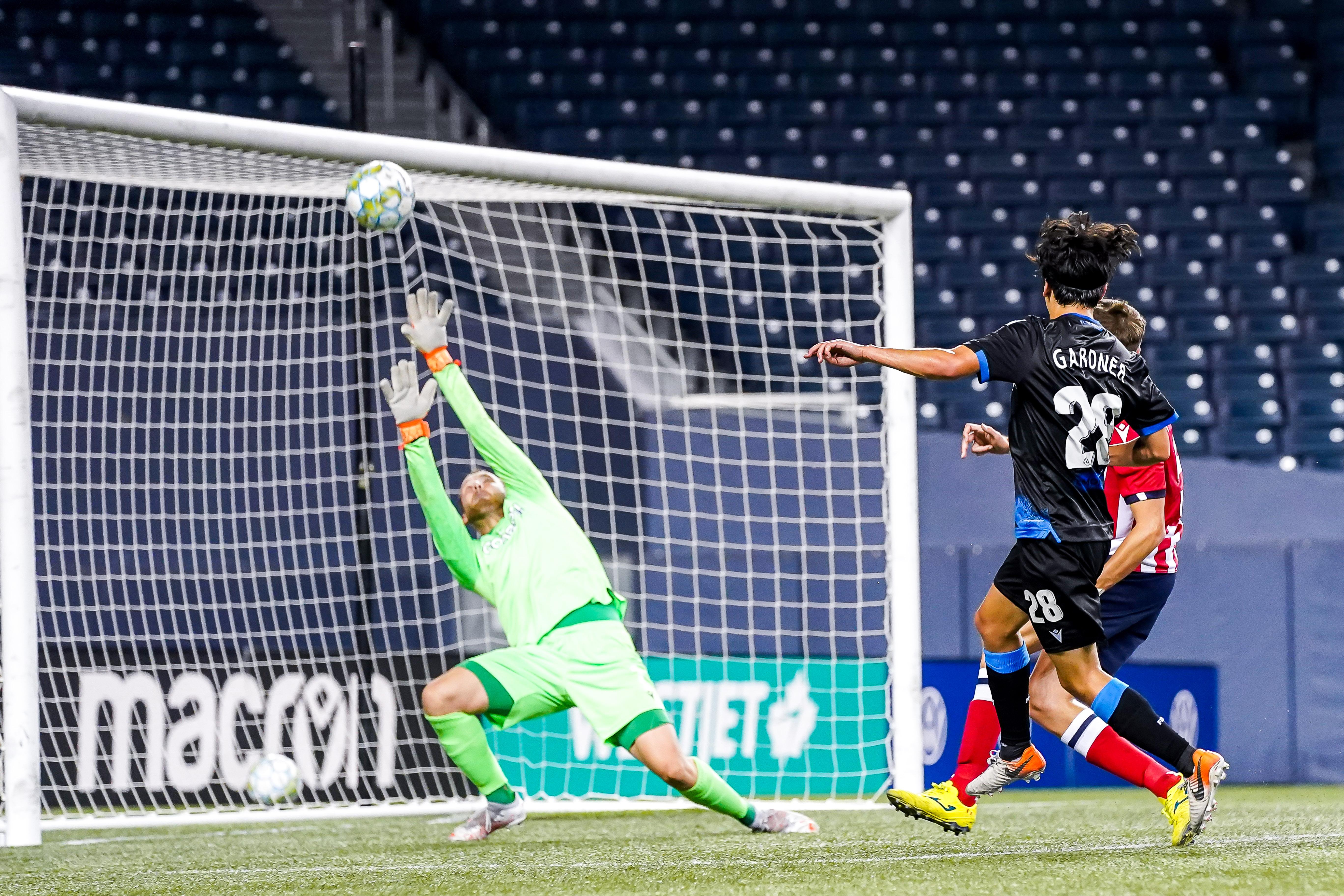 July 18, 2021. Atlético Ottawa vs FC Edmonton. First-Half. Goalkeeper Dylon Powley of Atlético Ottawa redirects the ball over the net as Thomas Gardner of FC Edmonton looks on.
