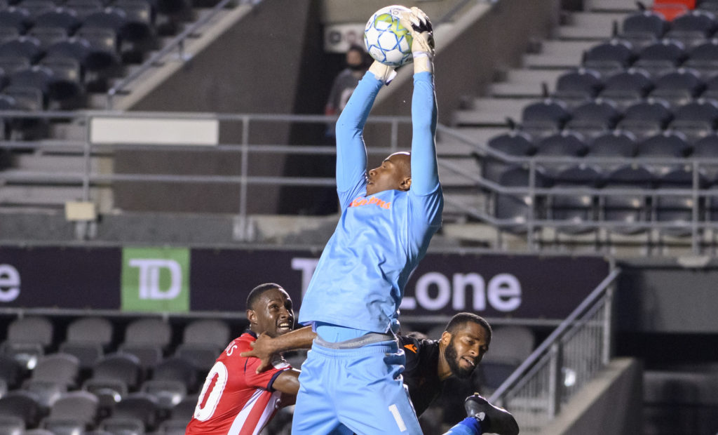 Triston Henry on his way to a clean sheet against Atletico Ottawa September 8, 2021 PHOTO: Matt Zambonin/Freestyle Photography/CPL