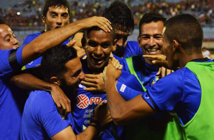 Zulia-FC-vs-Mineros-de-Guayana-Maza-celebra-con-el-grupo-1