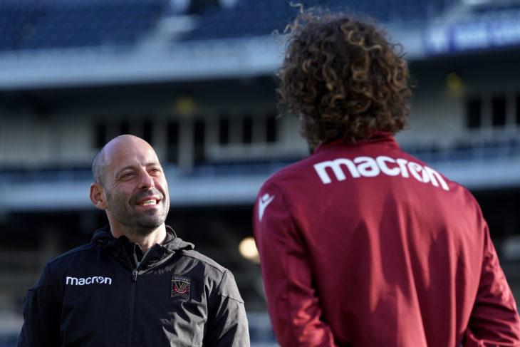 Phillip Dos Santos (Manager)- Rafael Galhardo (42)- 777